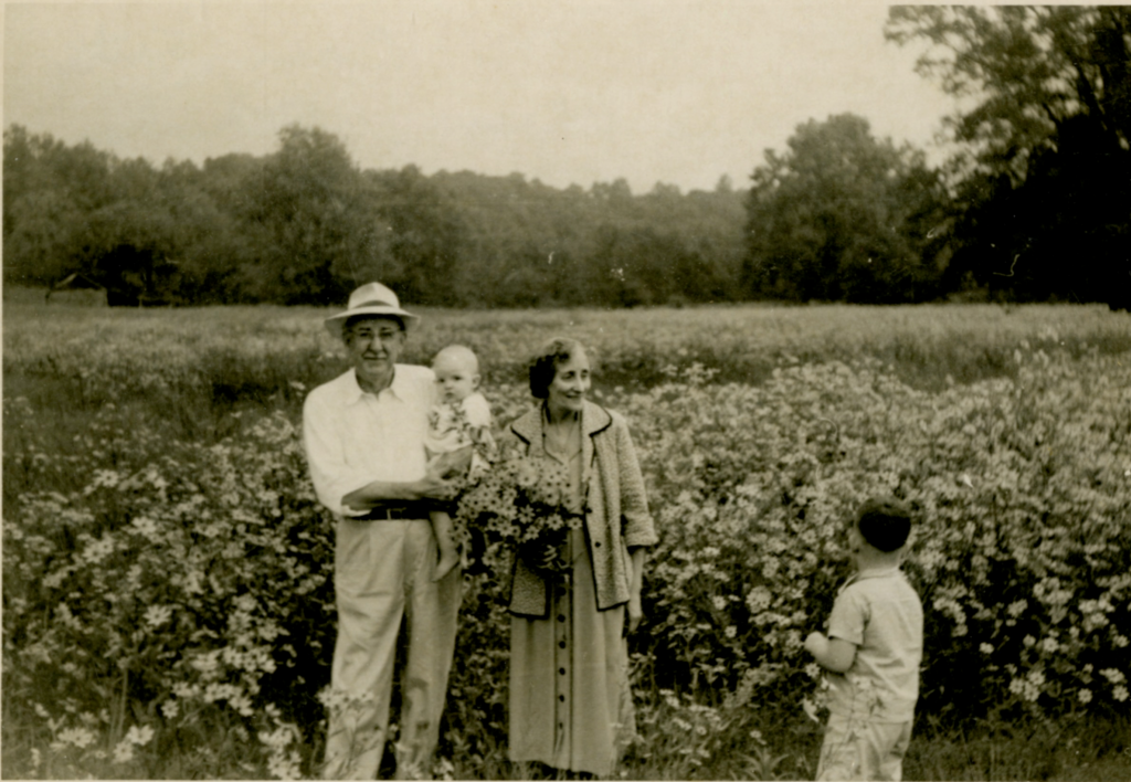 Picture of the Odum family in a field